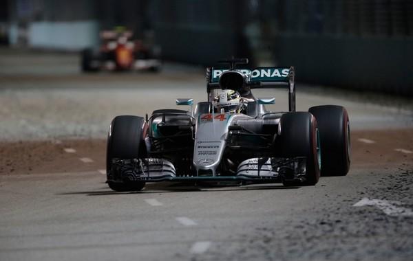 Lewis Hamilton the flop Singapour 2016